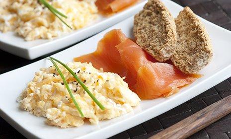 Make It Healthier Smoked Salmon And Scrambled Eggs Diabetes Uk