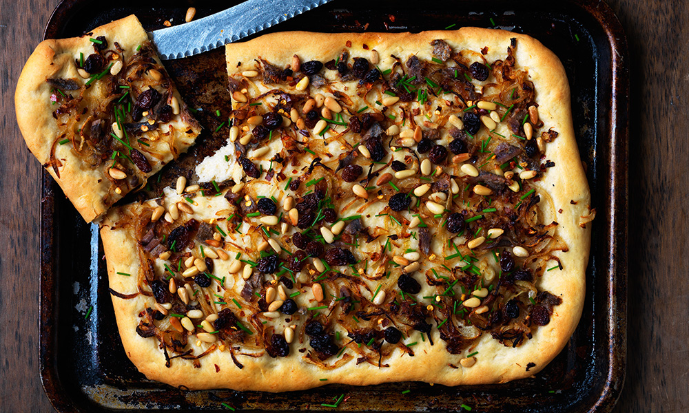 Spanish-Onion-And-Anchovy-Pizza.jpg