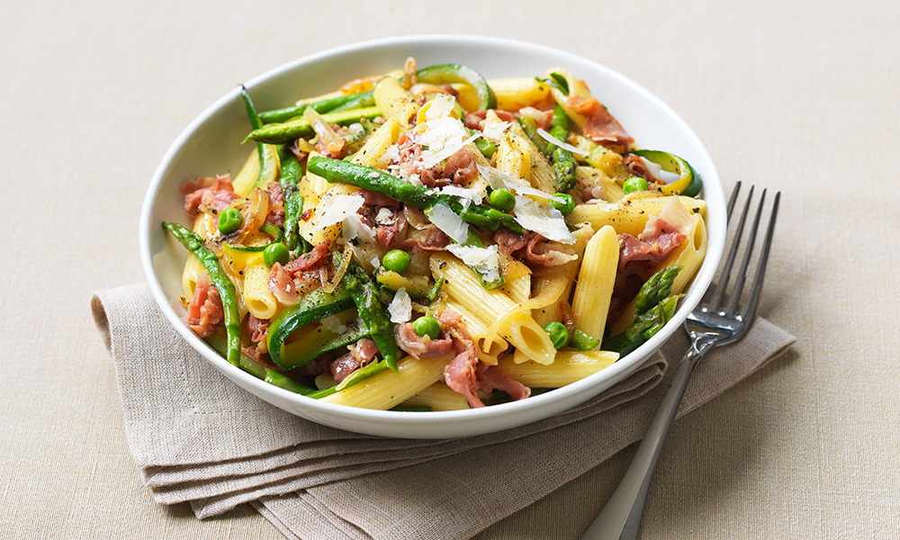 Penne with Parma ham and spring vegetables | Diabetes UK
